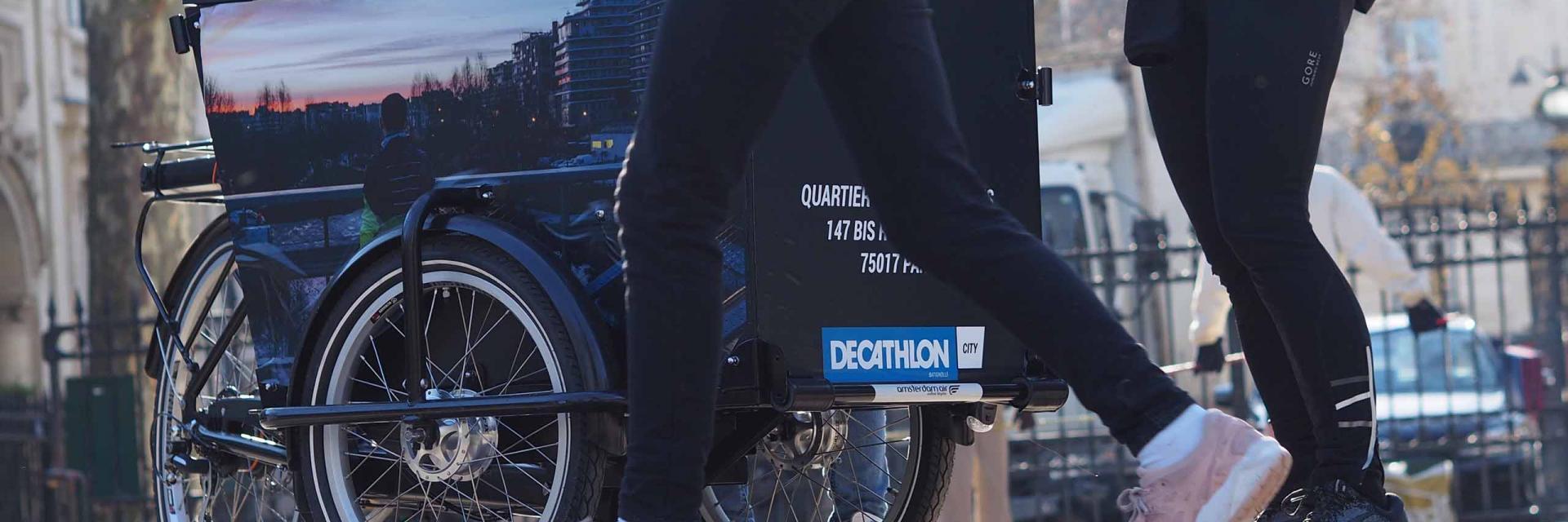Une opération de street-marketing avec un triporteur buvette.