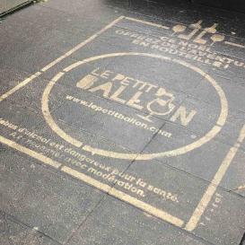 Clean-tag sur trottoir pour Le Petit Ballon
