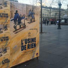 Affichage sur une place Parisienne