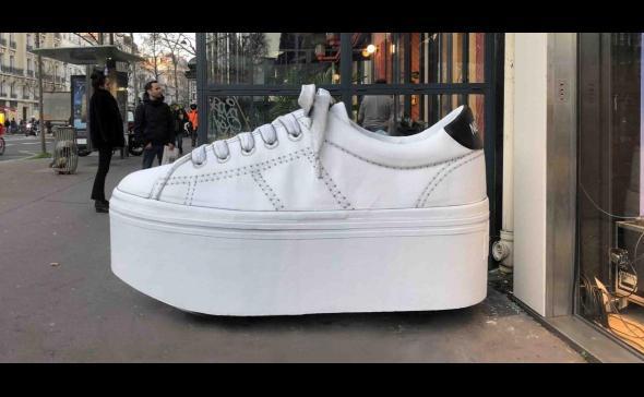 Création d'une chaussure géante pour Noname