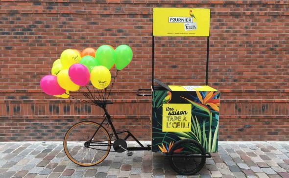 Triporteur module hélium pour une opération de street-marketing
