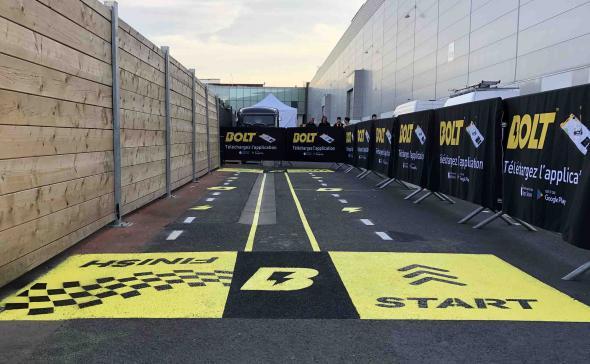 Marquage au sol d'un parcours pour Bolt
