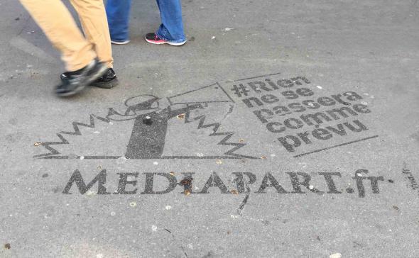 Publicité au sol pour médiapart