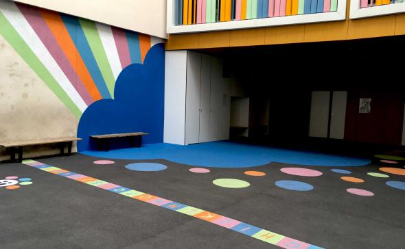 Décoration au sol d'une école primaire