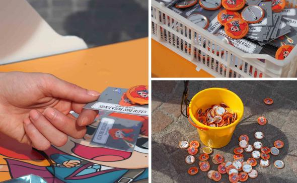 Distribution de badge et de carte lors d'une opération de street - marketing